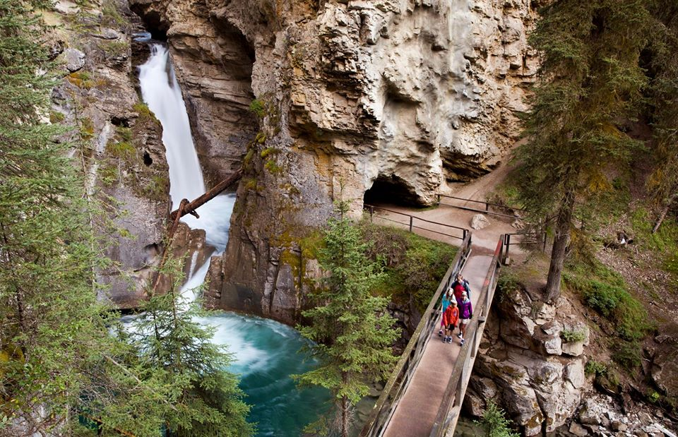 25 Day Trip Waterfall Hikes from Calgary